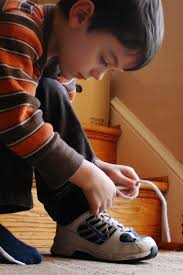 a boy tying his shoe